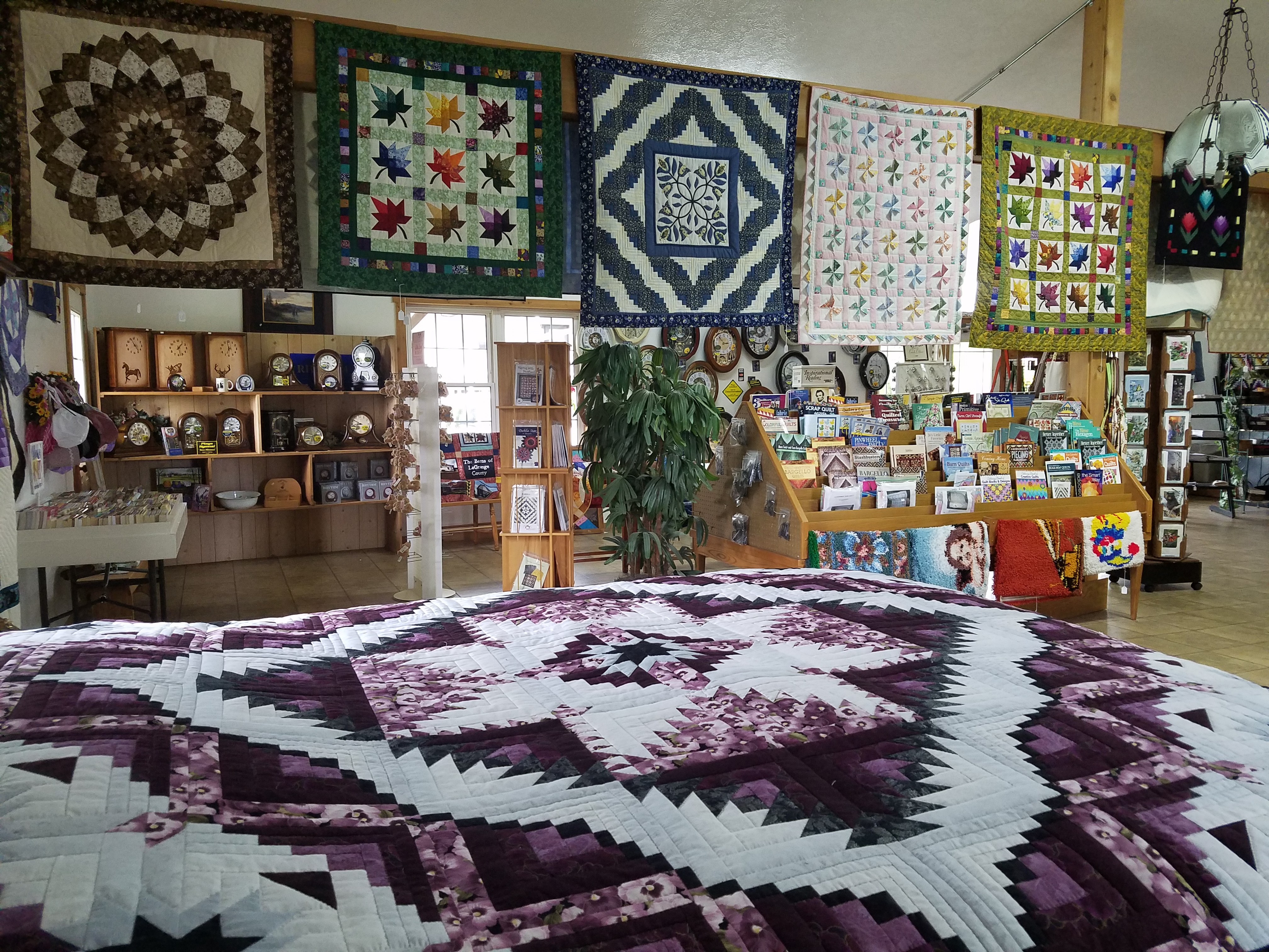 Little Helpers Quilt Shop, Shipshewana, IN | Dragonfly Quilts Blog : that quilt shop - Adamdwight.com