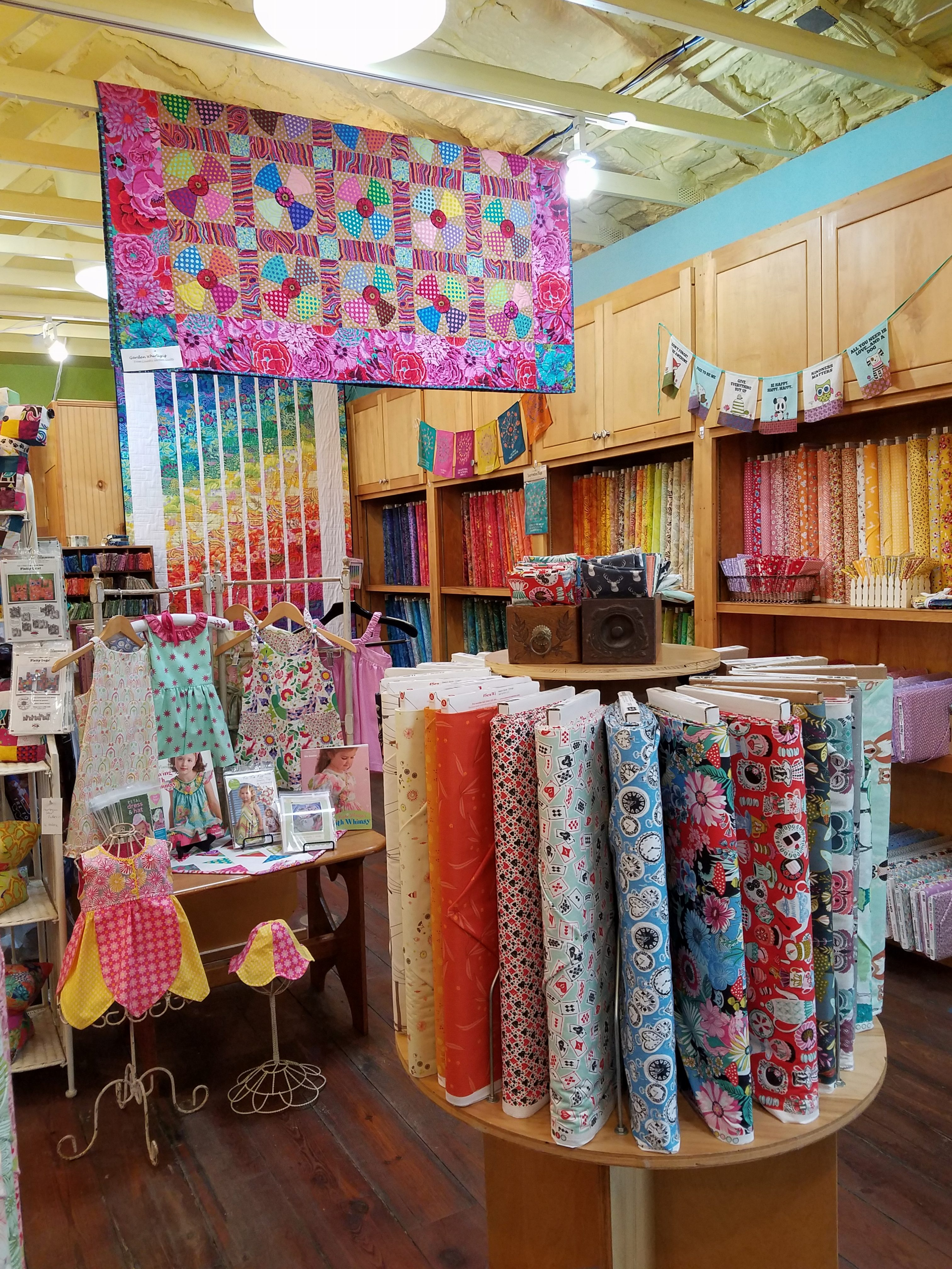 Valli & Kim Quilt Store, Dripping Springs, TX | Dragonfly Quilts Blog : quilt stores in austin tx - Adamdwight.com